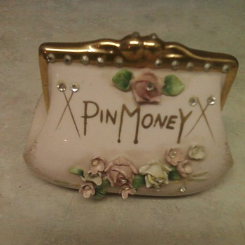 PRETTY LEFTON PURSE BANK - Pottery
