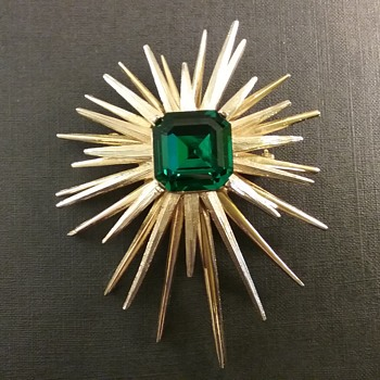 Capri starburst brooch  - Costume Jewelry