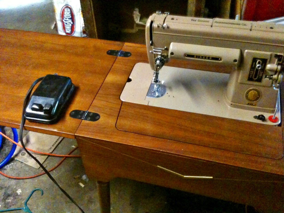 1951 singer 301 sewing machine with cabinettable collectors weekly watchthetrailerfo