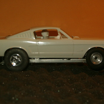 Vintage original, 1/32 A.M.T. 65 Mustang Fastback SLOT CAR - Model Cars