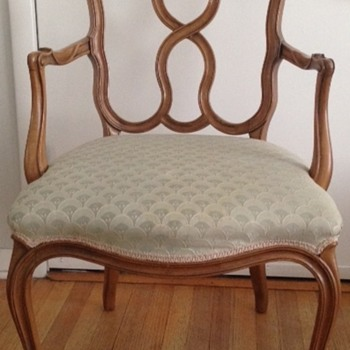 Can anyone help me identify this chair?