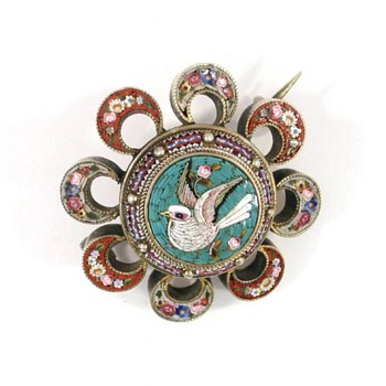 Micro Mosaic Dove brooch set in 14 ct gold - Fine Jewelry