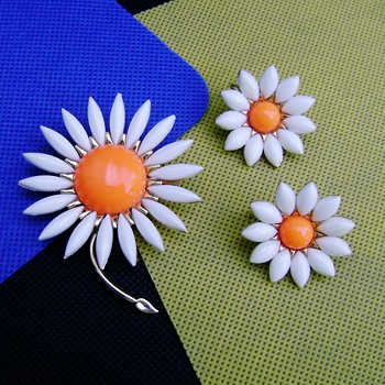 Crown Trifari Daisy Brooch and Earring Set - Costume Jewelry