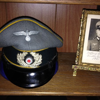WWII German Enlisted Mans Signal Visor Cap with photo of original owner