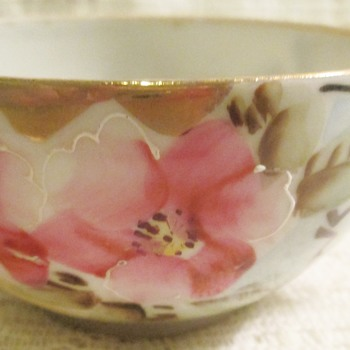 Flawed beauty #1 - China and Dinnerware