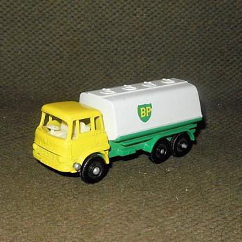 Mighty Metal Matchbox Monday MB25-C Bedford TK Petrol Tanker 1965-1967 - Model Cars
