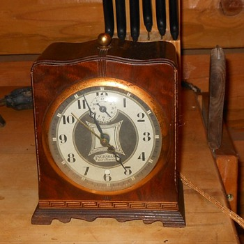 Ingraham Self Starting Alarm Clock Model SA 2 1934 - Clocks
