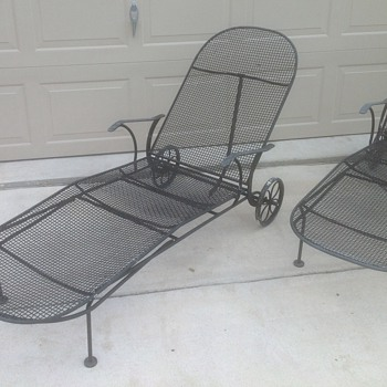 Russell Woodard Chaise lounge chairs