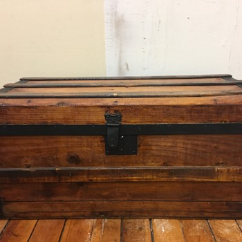 Small Size antique trunk - Furniture