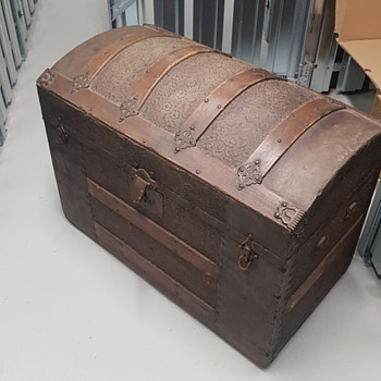My first trunk, totally uninformed, pls help? :D - Furniture