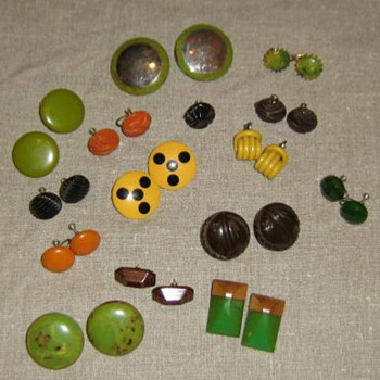Bakelite and other plastic earrings - Costume Jewelry