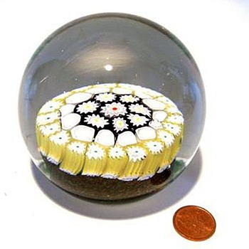 Fratelli Toso -- Glass Paperweight - Art Glass