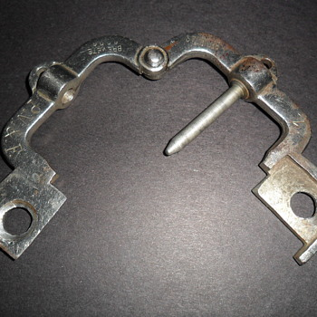 Need help to identify this lock mechanism - Tools and Hardware