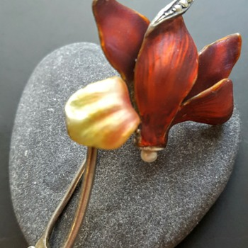A little touch of red! Art nouveau silver enamel cyclamen brooch. - Fine Jewelry