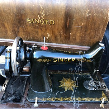 1945 Singer Sewing Machine - Sewing