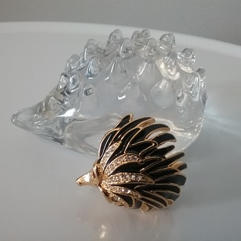 Vintage hedgehog brooch, Hadeland Norway glass hedgehog  - Costume Jewelry