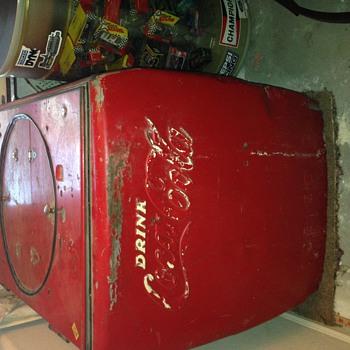 Kelvinator Model 20 Coke machine - Coca-Cola