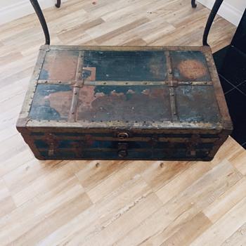 Steamer Trunk Novice - Furniture