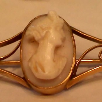 Old 9k pin  - Fine Jewelry