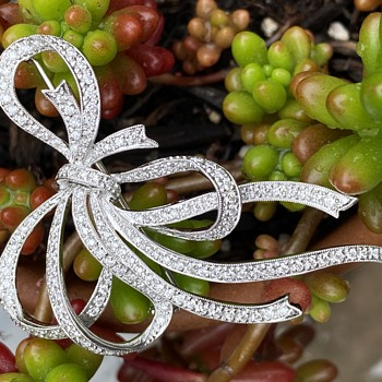 Gorgeous but mysterious gold diamond brooch - Fine Jewelry