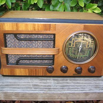 Jackson-Bell Tube Radio Model 556 - Radios