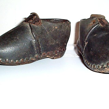 "VERY OLD TODDLER 5 1/4"" SIZE PAIR OF SHOES LEATHER & WOOD - Shoes"