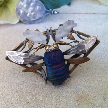 Art nouveau favrile glass and pate de verre insect brooch. - Art Nouveau