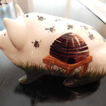 Hand-painted pig - Pottery