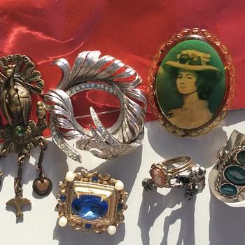 Sorrento flea market - Costume Jewelry