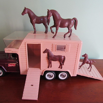 Vintage 1960s Pressed Steel Buddy L Horse Van with 3 Horses No. 5463 - Toys