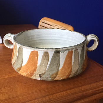 Vintage studio pottery bowl by Aile Lee - Pottery