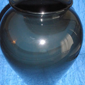 American vase. - Art Glass