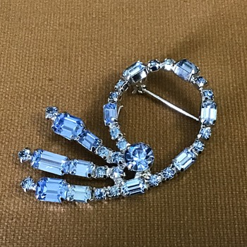 Pretty blue brooch - Costume Jewelry
