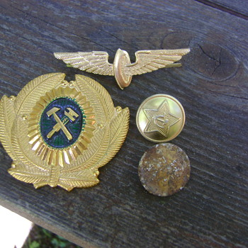 Soviet badges/buttons - Military and Wartime