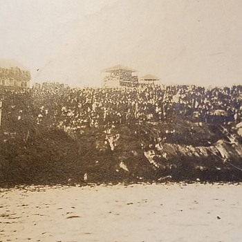Can anyone identify this ocean front scene? - Photographs