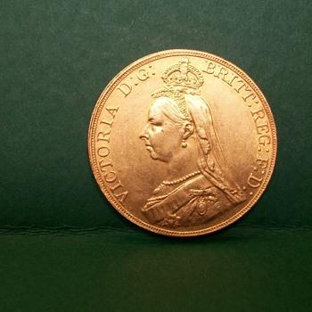 A £5 pound Gold coin (English)