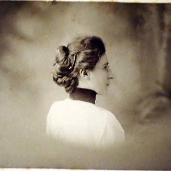 Backshot profiles and twist around poses on cabinet cards - Photographs