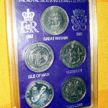 1972-the royal silver wedding  5 crowns coin set.