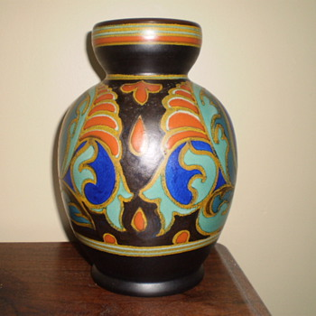Gouda vase found at garage sale and I knew that it was special - Pottery