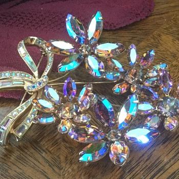 Avon Brooch Set, 1960s — Brooch and Earrings - Costume Jewelry