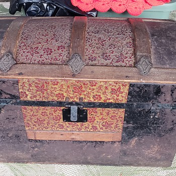 Looking for information on this old trunk - Furniture