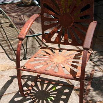 Old Iron Outdoor Chair - a bouncy one - Furniture