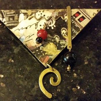 Unique Handmade Pin > Unknown Signature/Date - Costume Jewelry