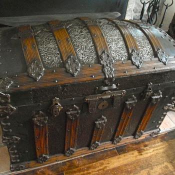 Martin Maier trunk 1880's - Furniture