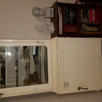 1930s medical instrument cabinet. - Furniture