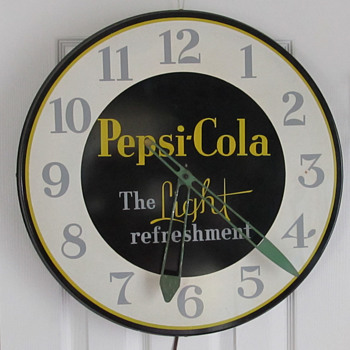 "PEPSI-COLA ""THE LIGHT REFRESHMENT"" CLOCK, 21"" 1950'S - Advertising"