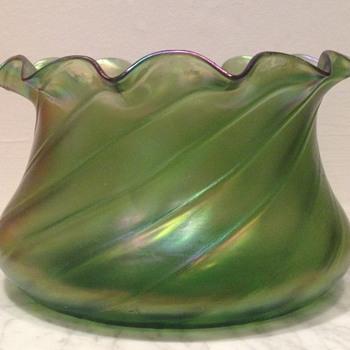 Ribbed iridescent rose bowl XL - Art Glass