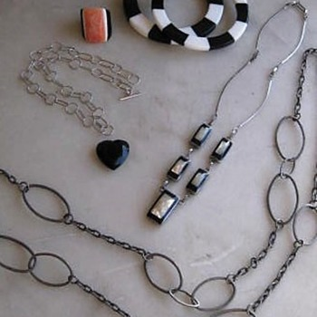 $1.00 table buys from today's swap meet!! - Costume Jewelry