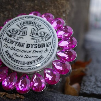 ALWYNE DYSON LIMITED NEWCASTLE TOOTH PASTE POT LID - Advertising