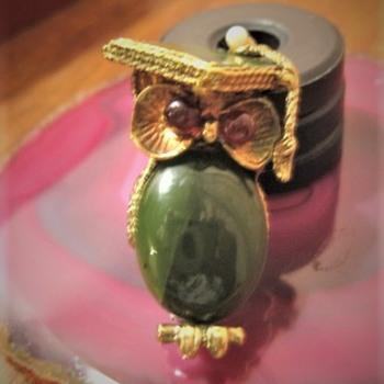"""""""Graduate Owl"""" Brooch signed Swododa IN - Fine Jewelry"""